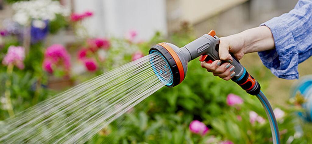 Vattna utomhusväxter under vår och sommar