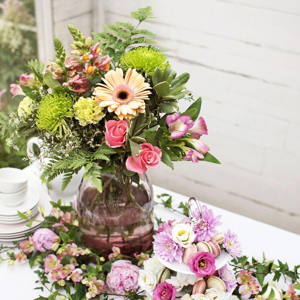 Duka med blommor på sommarens fester